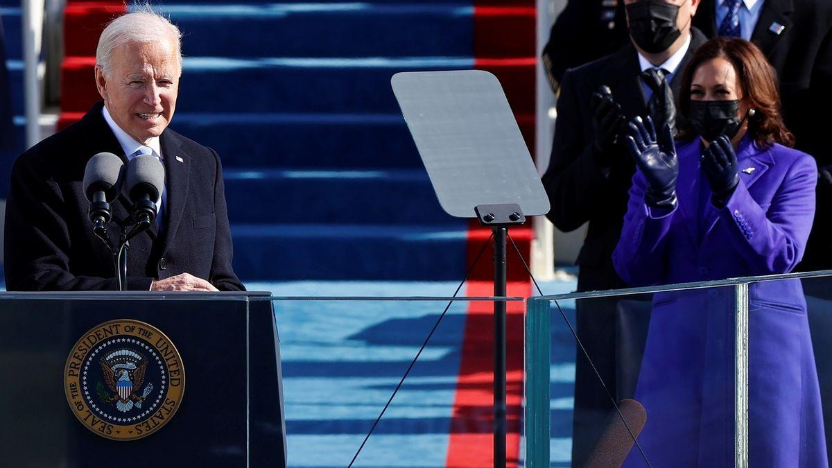 Biden zrušil zákaz vydávání víz a zelených karet
