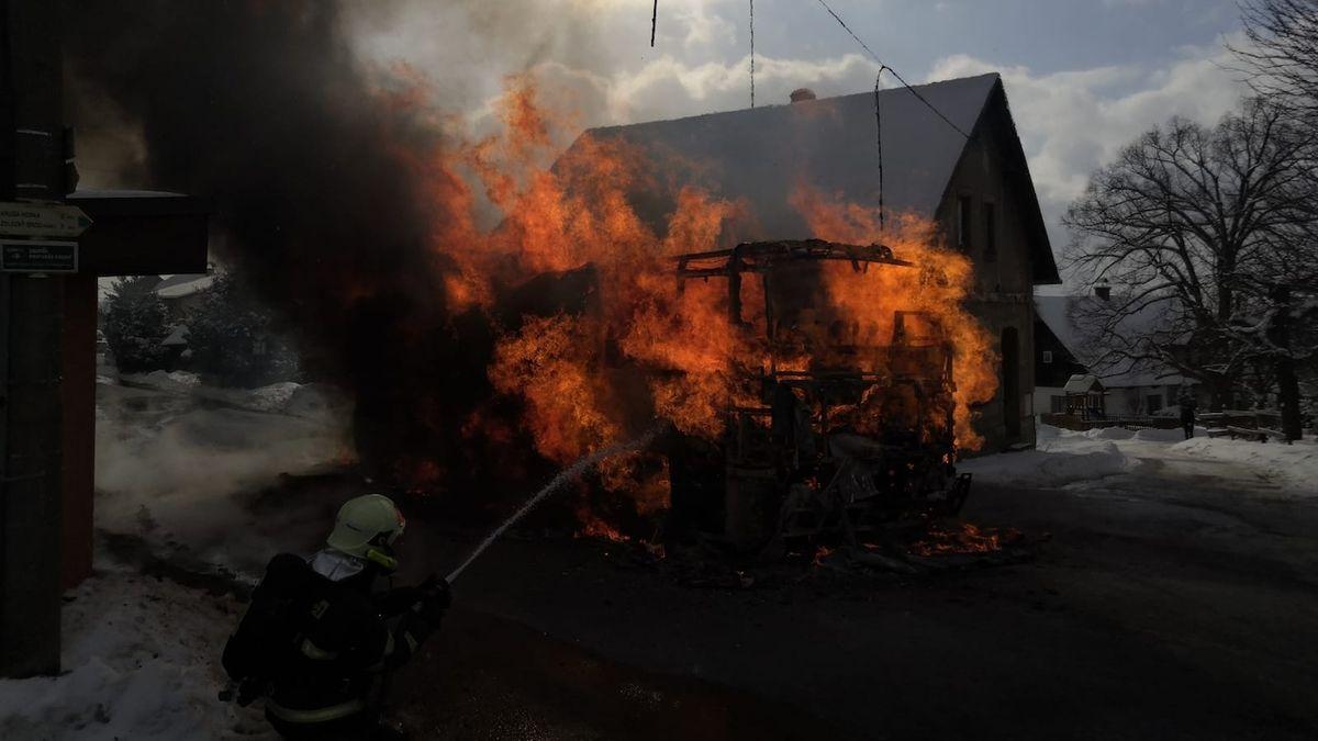 Obrovský požár v Římě zničil na 30 autobusů