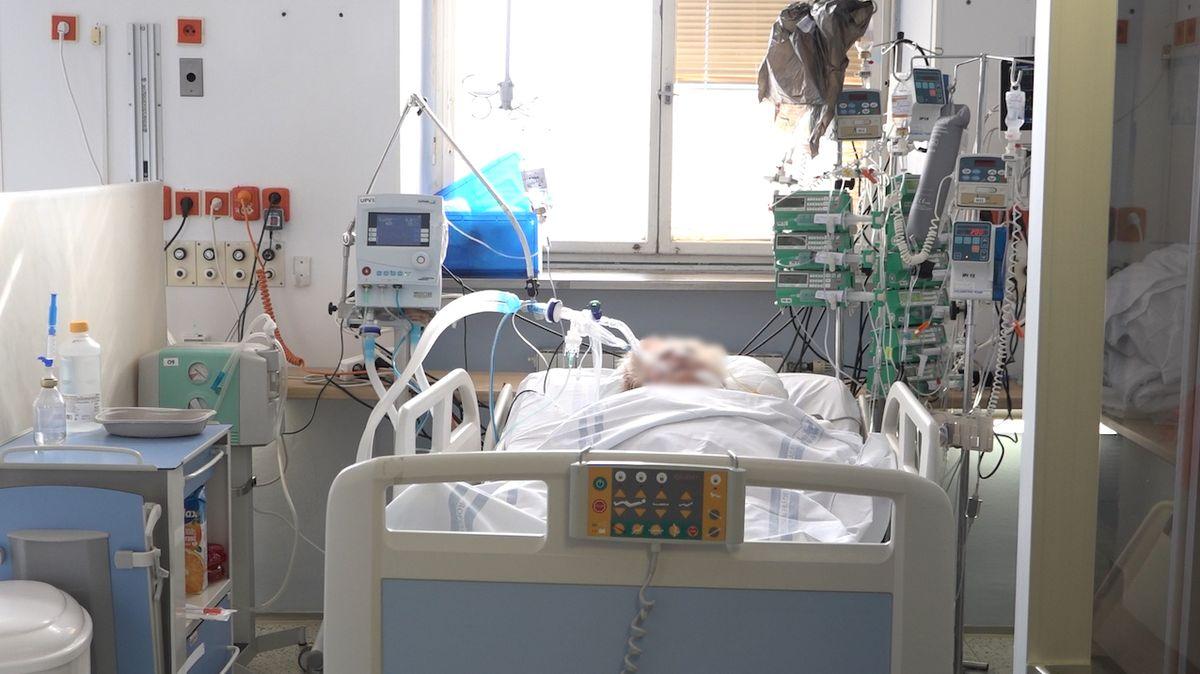 V nemocnicích jsou s covidem jen jednotlivci