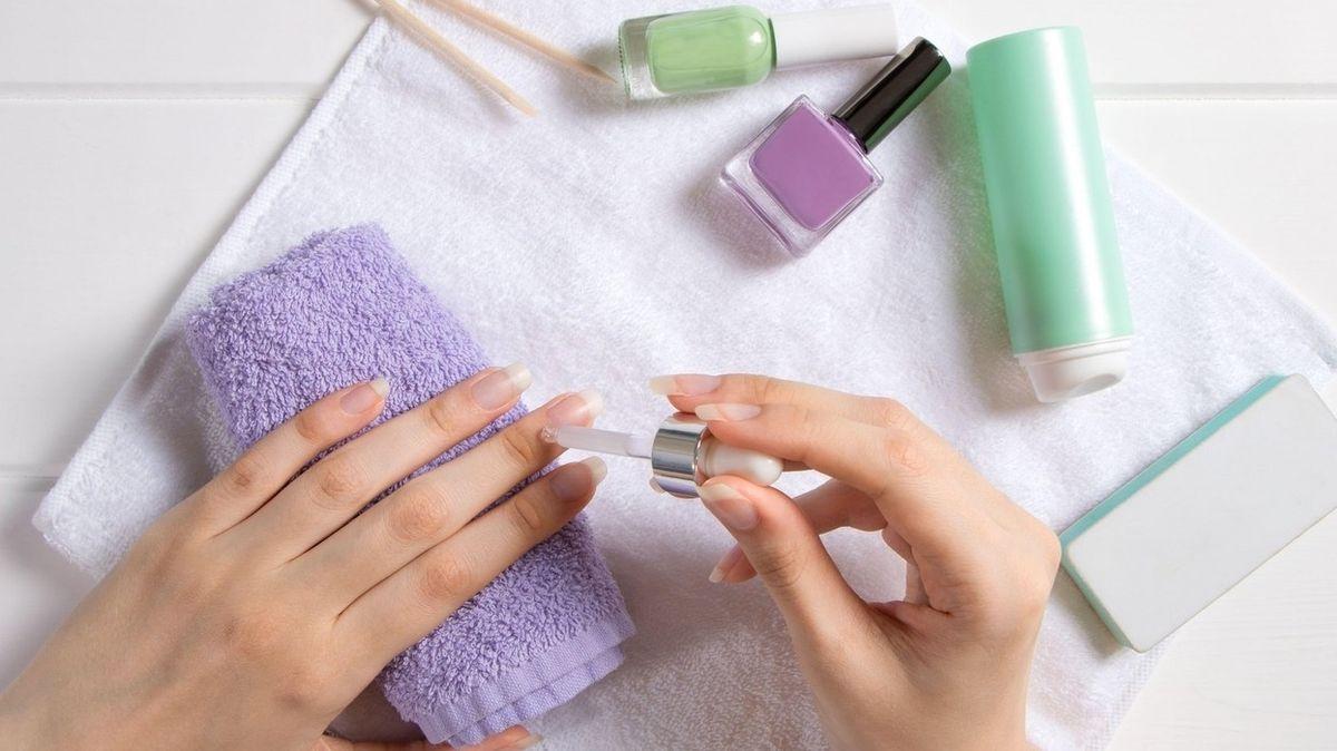 Jak mít krásné nehty i bez možnosti péče od profesionála
