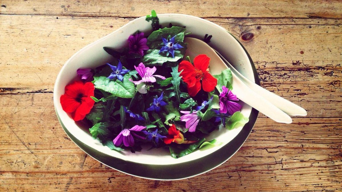 Přehled jedlých květů, které ozvláštní každý pokrm