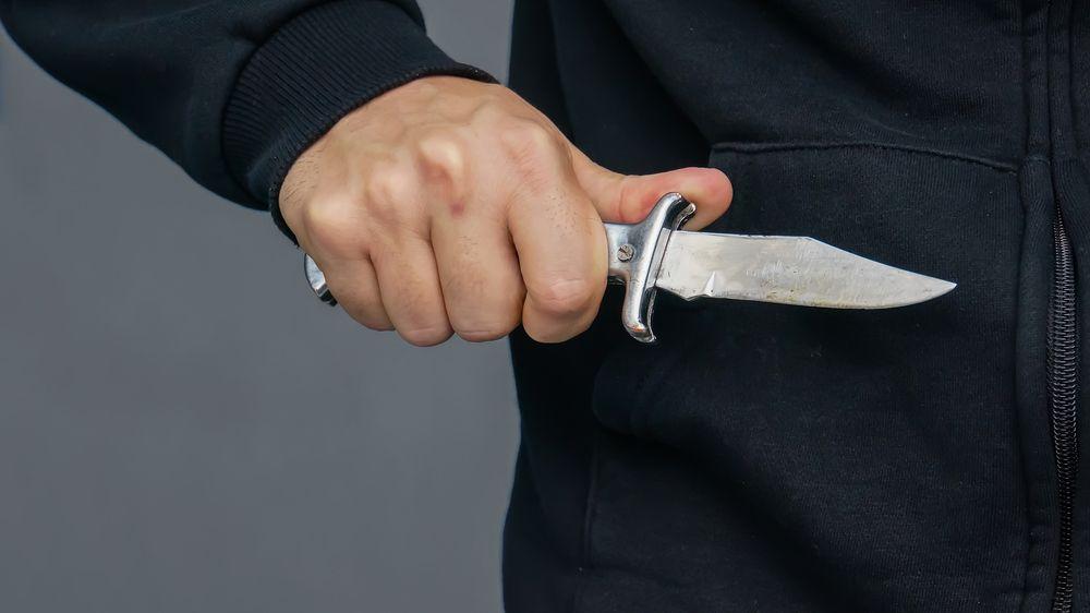 Muž měl v hrudníku 14 měsíců zaseklý nůž. Bolest cítil jen občas