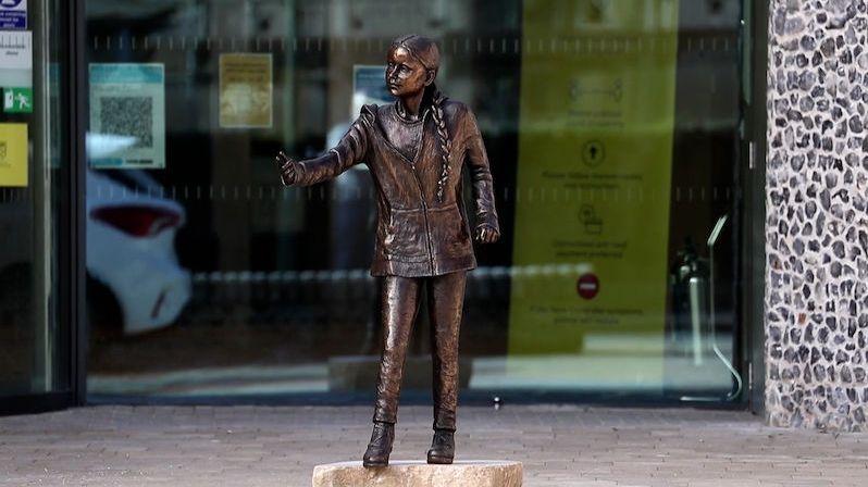 Gretě vztyčili bronzovou sochu