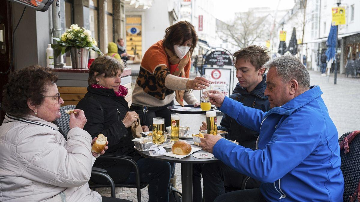 Sársko jako první německá země opatrně rozvolňuje