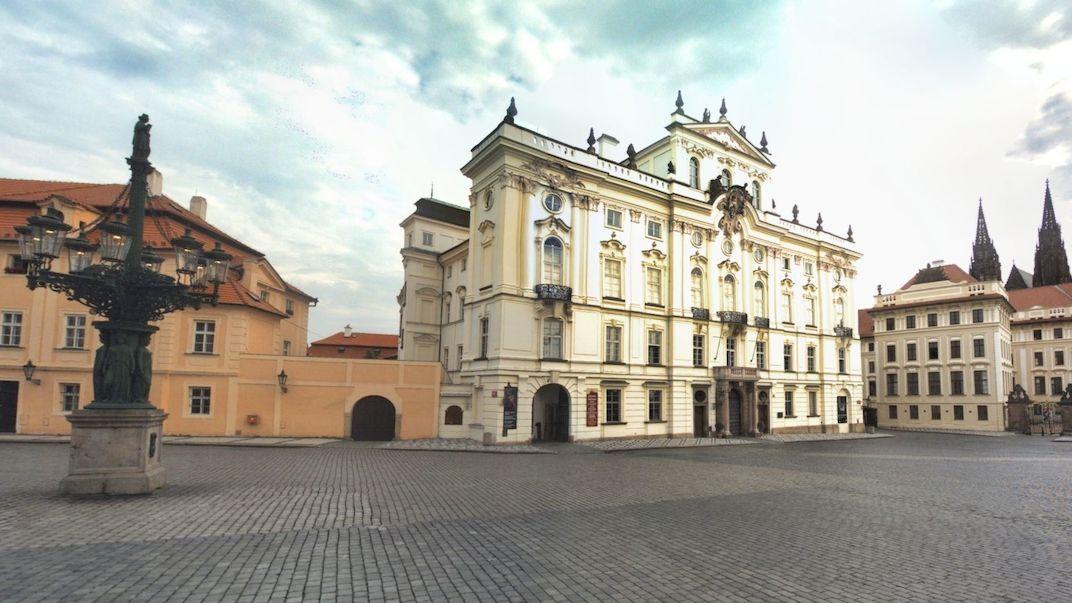 Večírek na střeše Arcibiskupského paláce v Praze prověřuje policie
