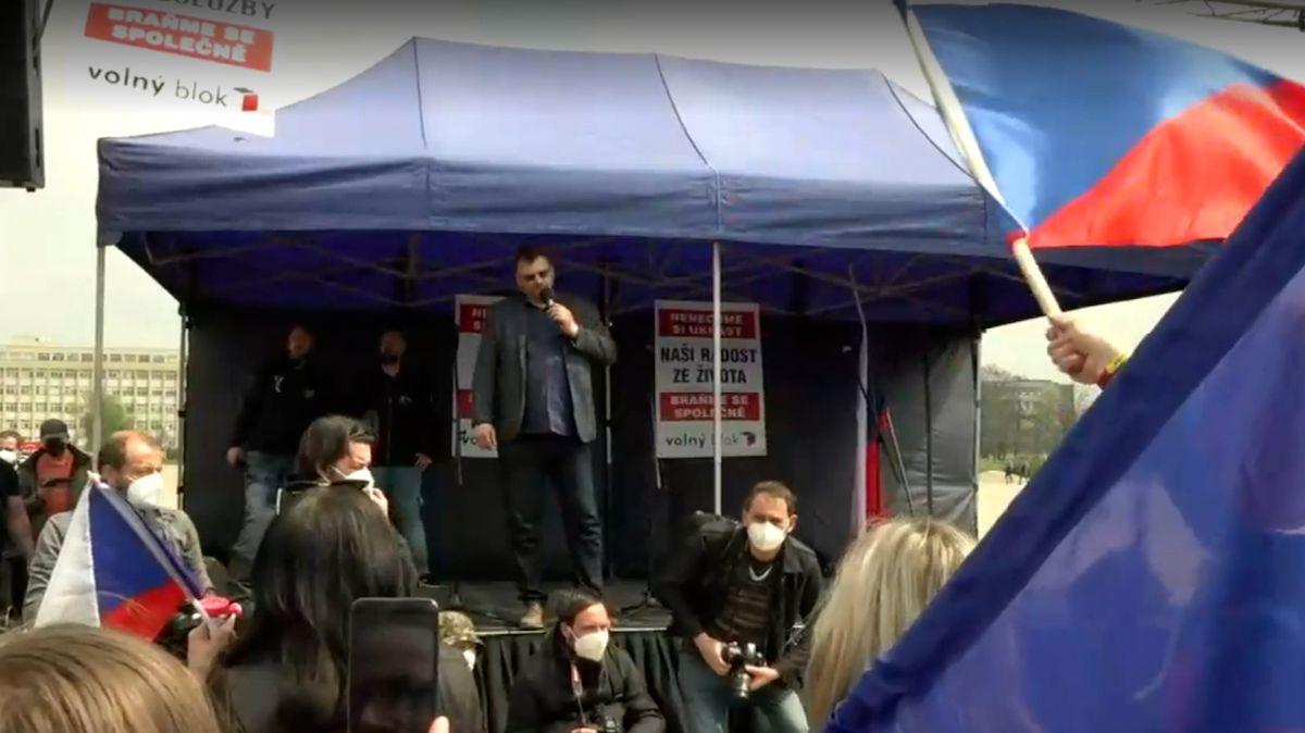 V Praze se demonstruje proti vládním opatřením