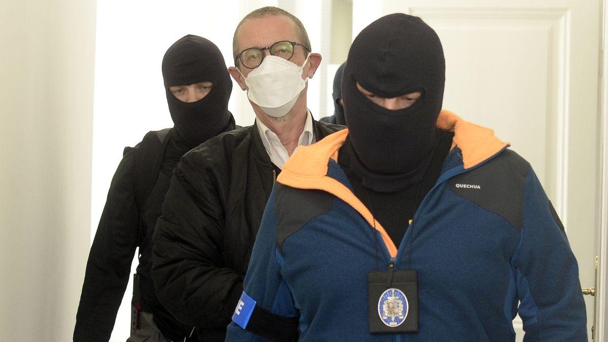 Soud vzal do vazby tři obviněné z teroristického útoku