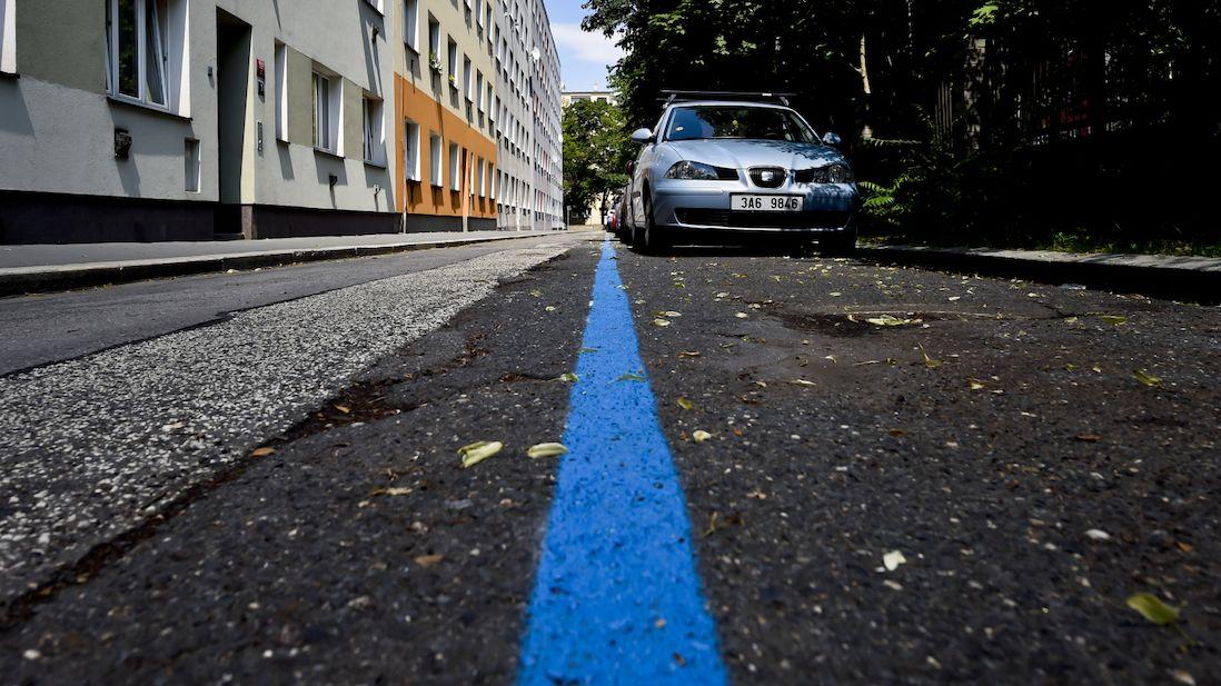 Modré zóny v Praze fungují 25 let. Nápad regulovat parkování je však starší