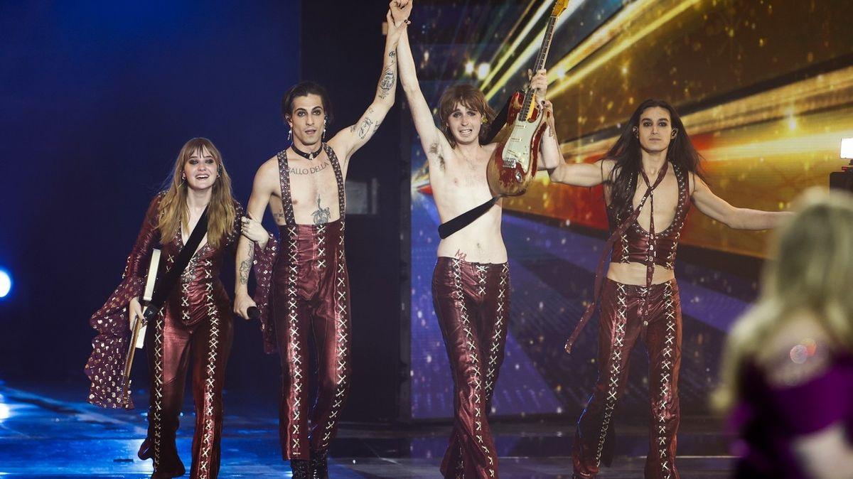 Finále Eurovize ovládla italská skupina Måneskin