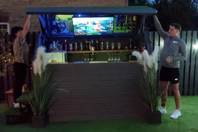 BEZ KOMENTÁŘE: V zahradním přístřešku se ukrývá tajný bar