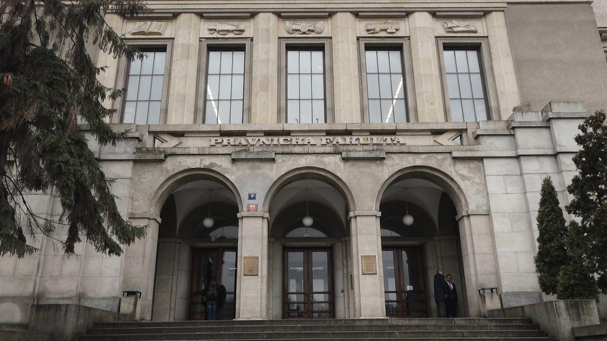 Sexuální obtěžování na univerzitách by mohl řešit fakultní ombudsman