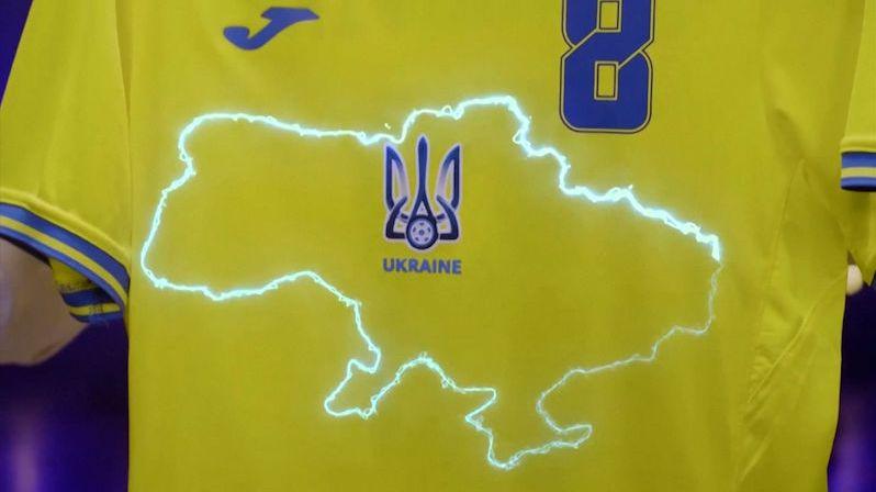 Rusy pobouřily ukrajinské fotbalové dresy s Krymem a nápisem Hrdinům sláva