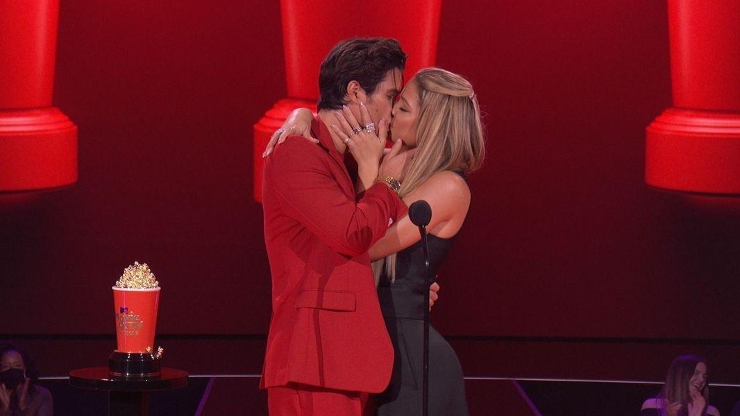 Nejlepší filmový polibek měli podle ankety MTV Chase Stokes a Madelyn Clineová