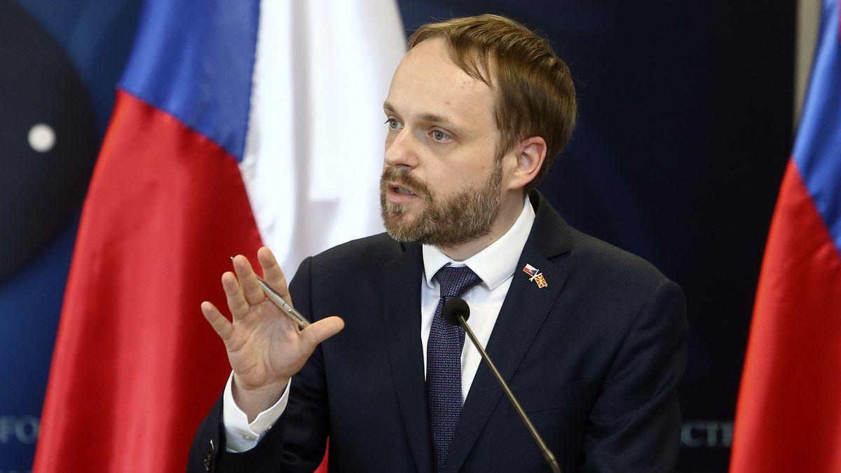 Kulhánek chystá kulaté stoly ke vztahům s Ruskem