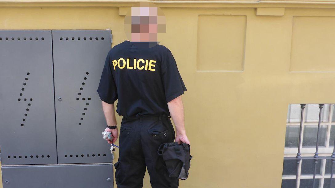 Muž jezdil MHD v policejní uniformě. Nechtělo se mu platit za jízdenky