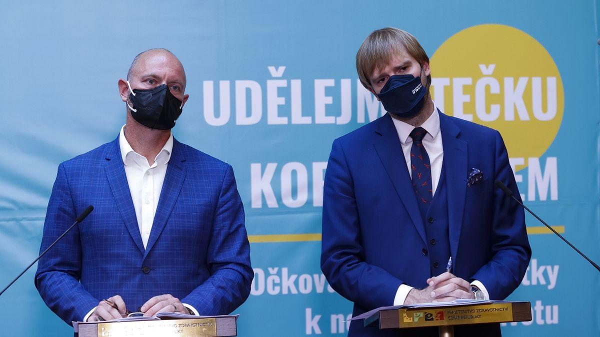 Brífink ministrů Adama Vojtěcha a Roberta Plagy