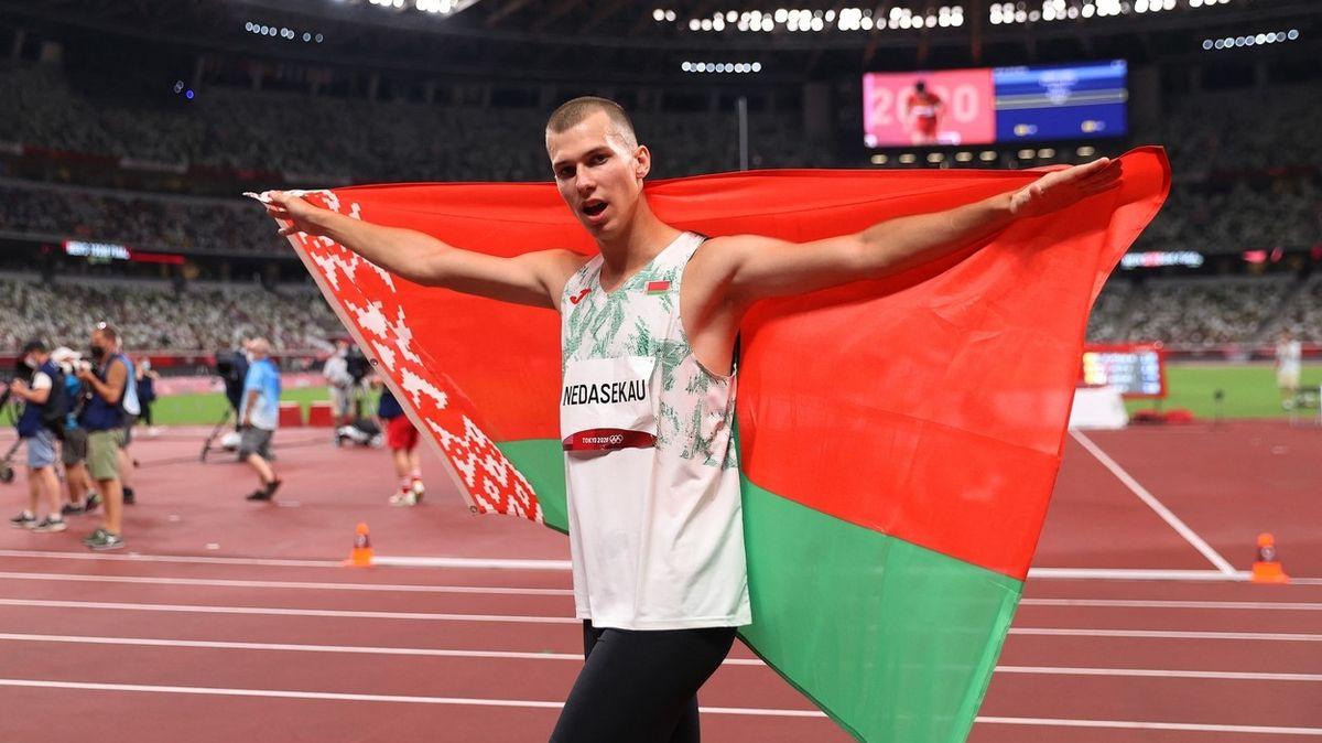 Dělá jen problémy. Běloruský výškař podporuje snahu poslat sprinterku domů