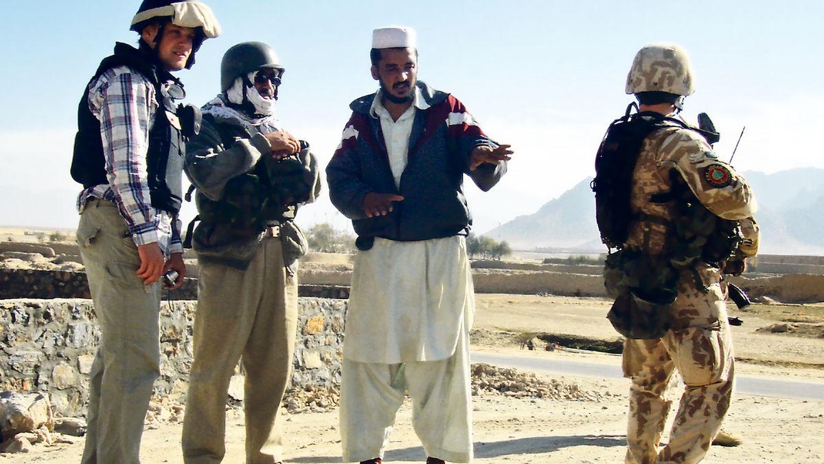 Vláda nerozhodla, jak pomoci afghánským tlumočníkům, kteří pomáhali české misi
