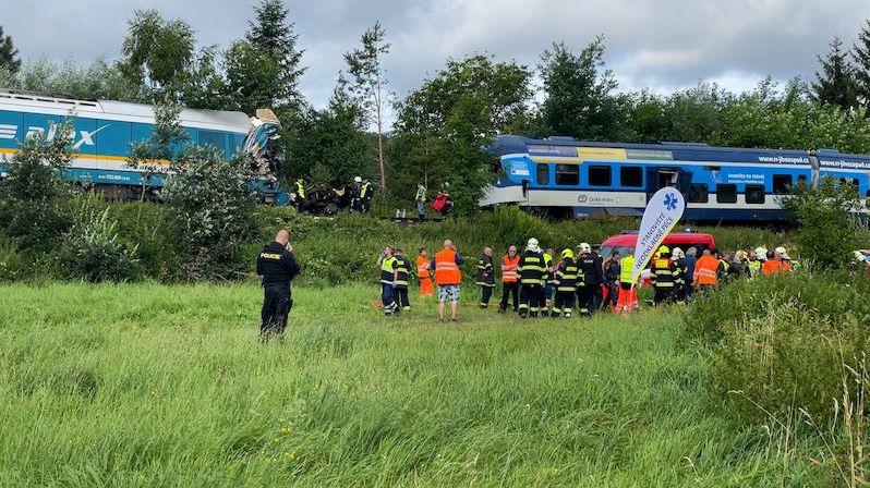Tři mrtví při srážce vlaků u Domažlic. Zahynuli oba strojvedoucí a pasažérka