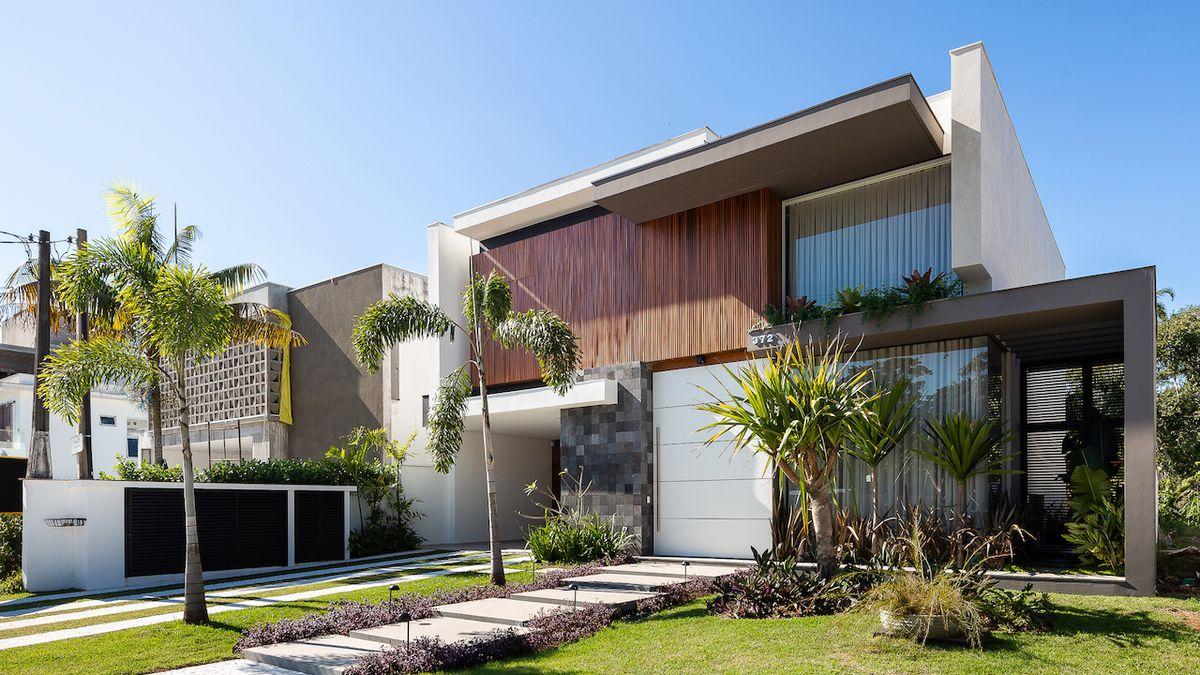 Moderní vila nabízí místo výhledu na vodu pohled do zeleně a soukromí