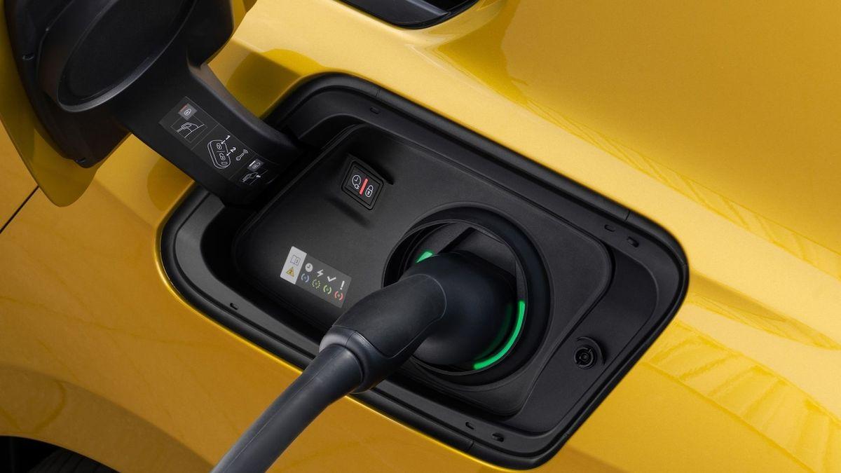 Aut do zásuvky se v Evropě prodalo poprvé více než dieselů