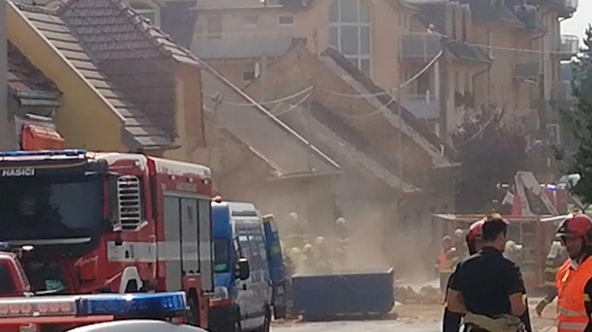 Kriminalisté zkoumají zbytky domu zničeného tragickým výbuchem