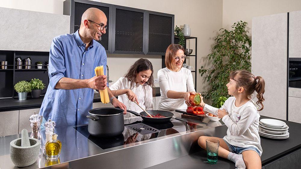 Faber Galileo Glass BK disponuje digestoří, která je integrovaná ve varné desce. Digestoř je téměř neviditelná, při vaření nepřekáží a nenarušuje celkový vzhled kuchyně. Model lze používat pro odvětrávací i recirkulační provoz.