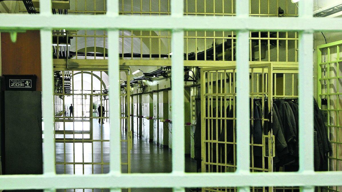 Vězni z Pankráce do civilních nemocnic