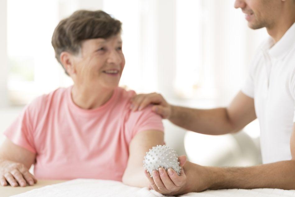 S intenzivnější motorickou rehabilitací by se mělo začínat 60-90 dní po atace.