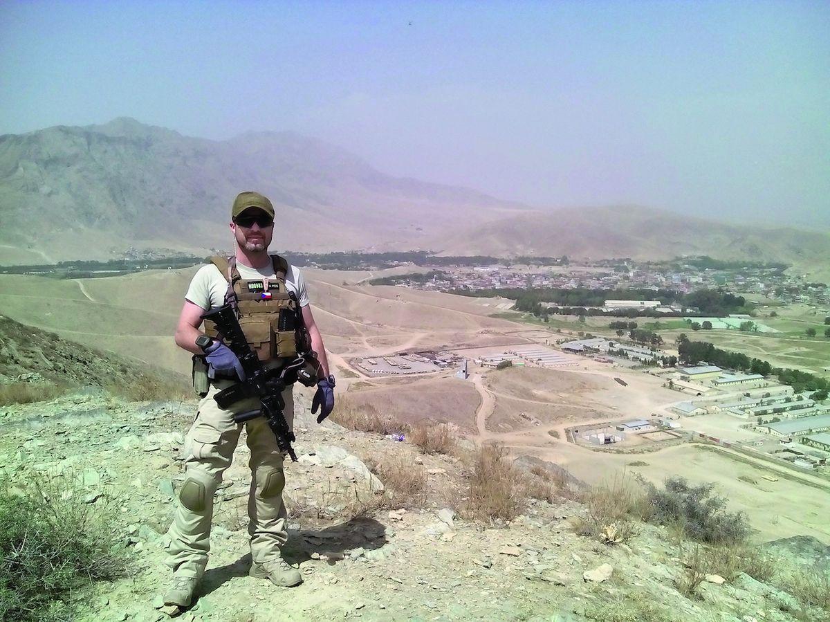 Kapitán Horský nad výcvikovou základnou Morehead jižně od Kábulu.