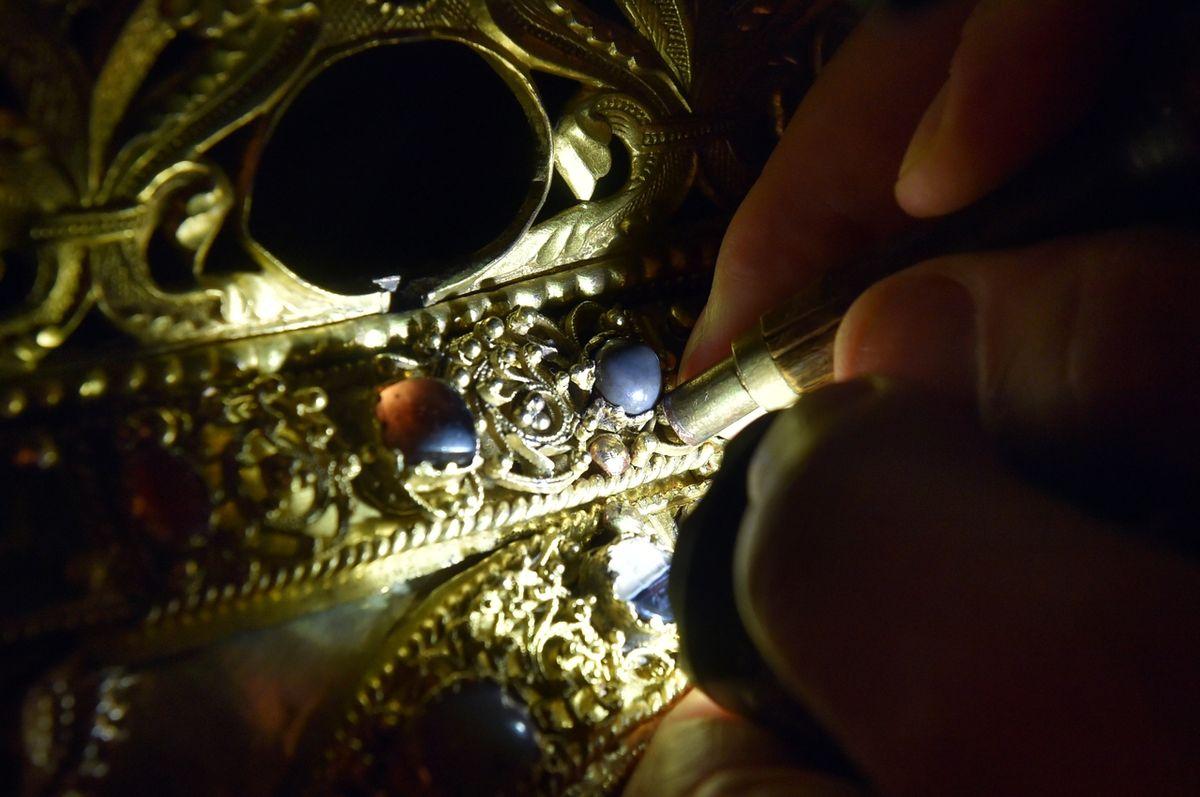 Ropuší kámen zdobí relikviář sv. Maura.
