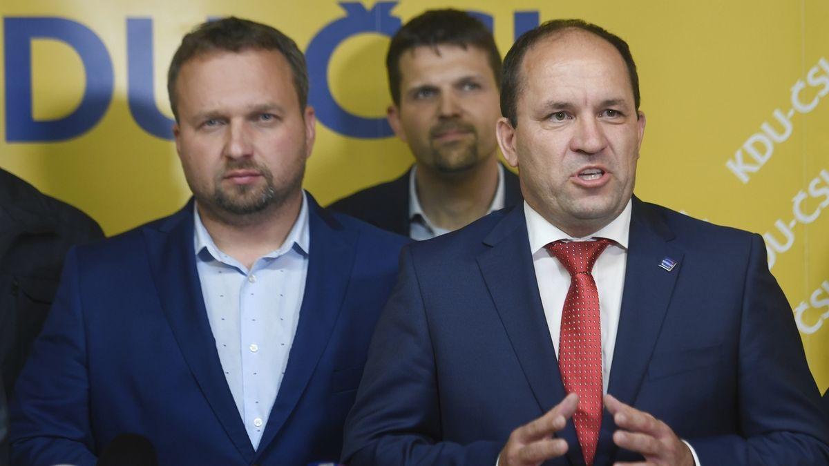 Předseda KDU-ČSL Marian Jurečka (vlevo) a poslanec Marek Výborný (vpravo).