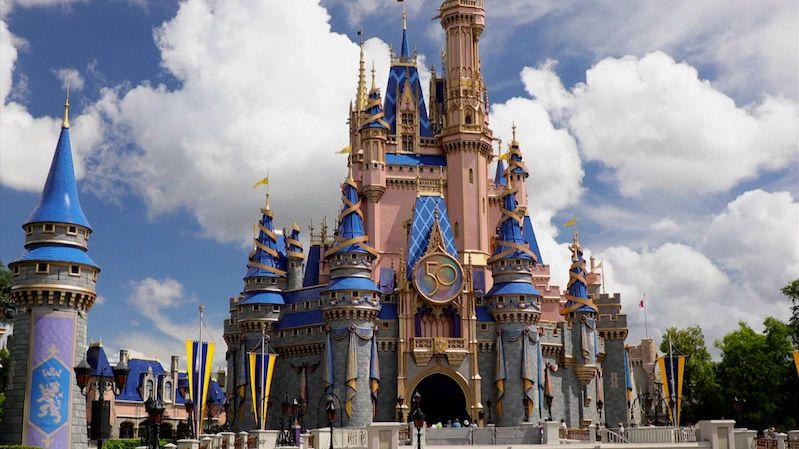 Obří zábavní Disneyland na Floridě byl otevřen před 50 lety