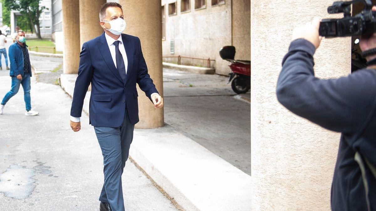 Guvernéra Slovenské národní banky obvinili z korupce
