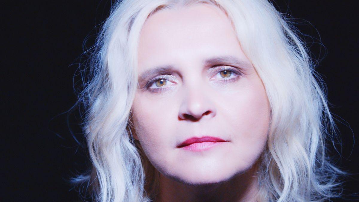 Beata Hlavenková představuje písničku Pořád je to tak. Vnímá ji jako modlitbu založenou na hlasech