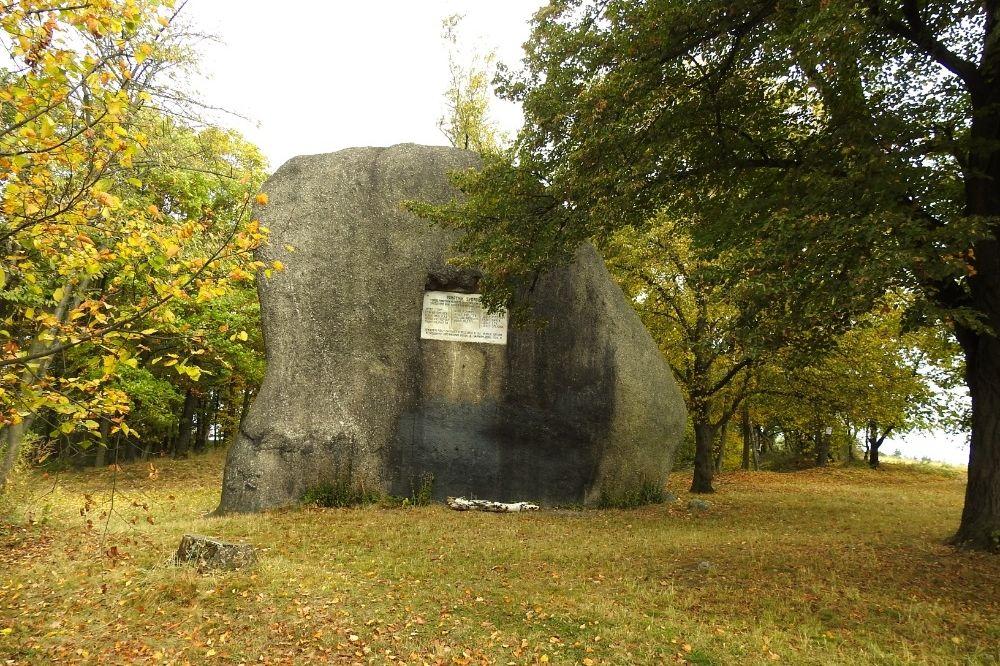 Kamenný Slouha, slouží i jako lezecká stěna.