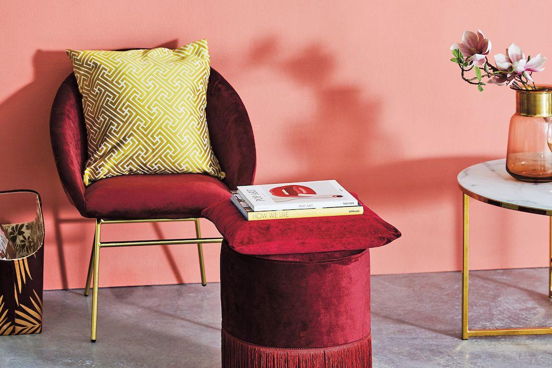 Barvy slunce, růžového i červeného vína interiér pocitově prohřejí a léčí podzimní splíny.