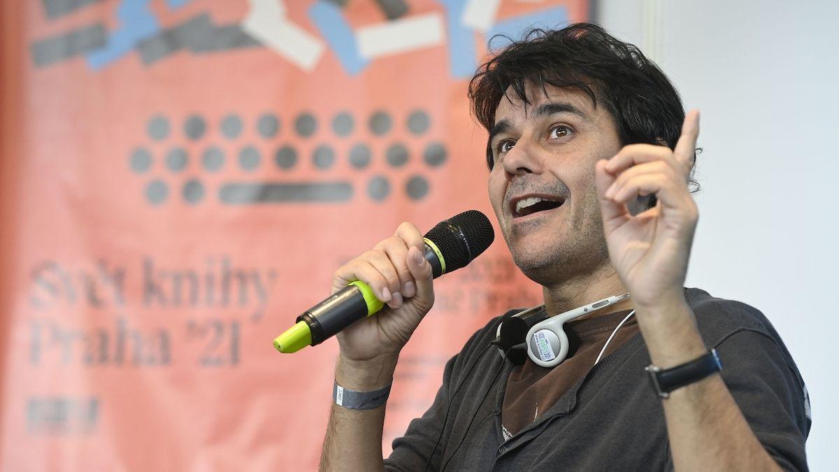 Laurent Binet na veletrhu hovořil s diváky.