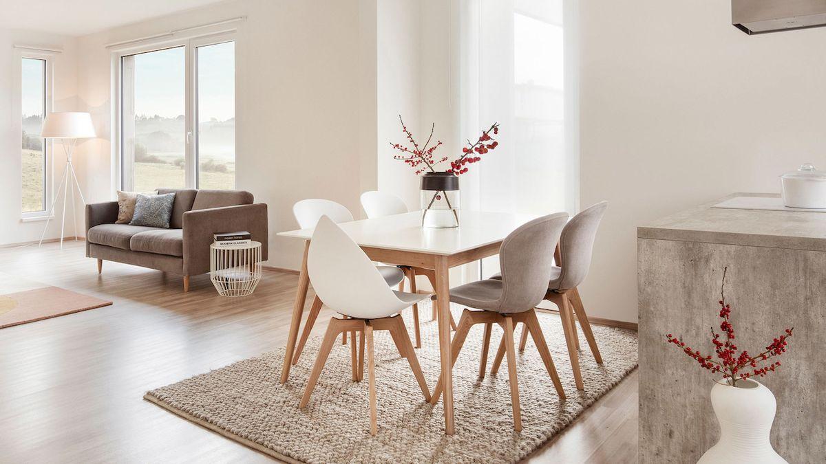 Kuchyň může být součástí obývacího pokoje, což je velmi praktické, na přání klienta ji lze i oddělit
