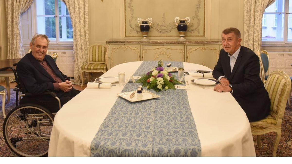 Prezident Miloš Zeman s premiérem Andrejem Babišem při posledním setkání na zámku v Lánech.