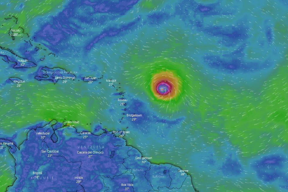 Tropická bouře Sam zesílila na hurikán
