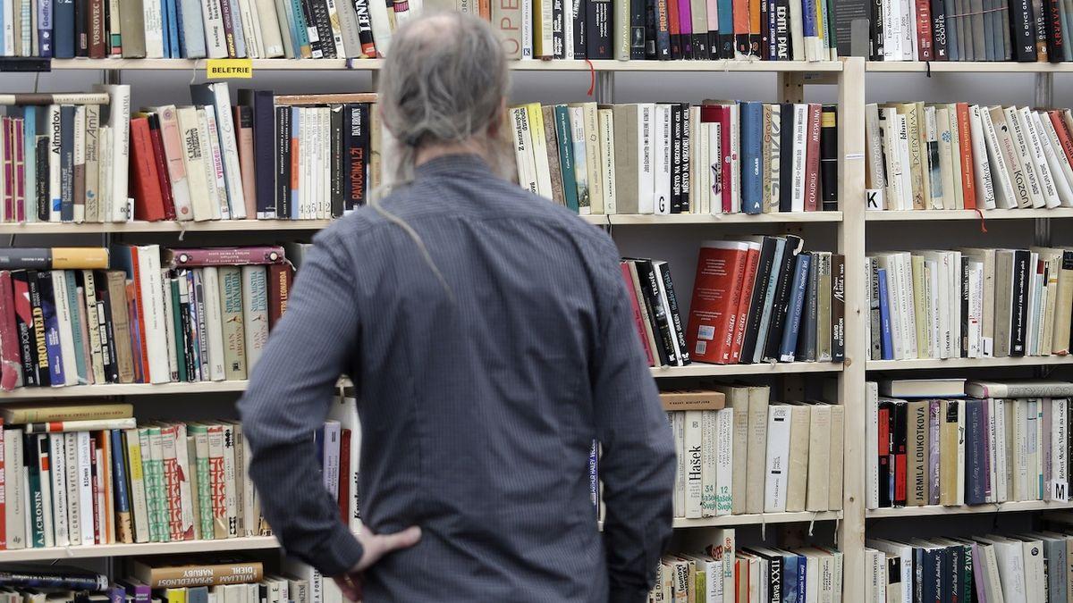 Policie obvinila nakladatelství kvůli knize popírající holokaust