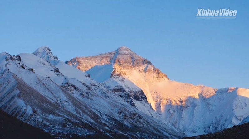 Nejvyšší hora světa Mount Everest vyrostla téměř o metr