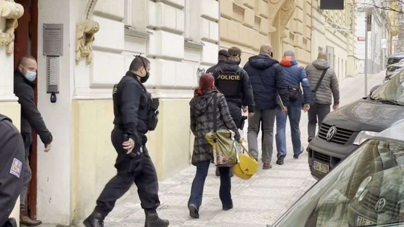 Policie obvinila ženu z vraždy novorozence nalezeného v Praze