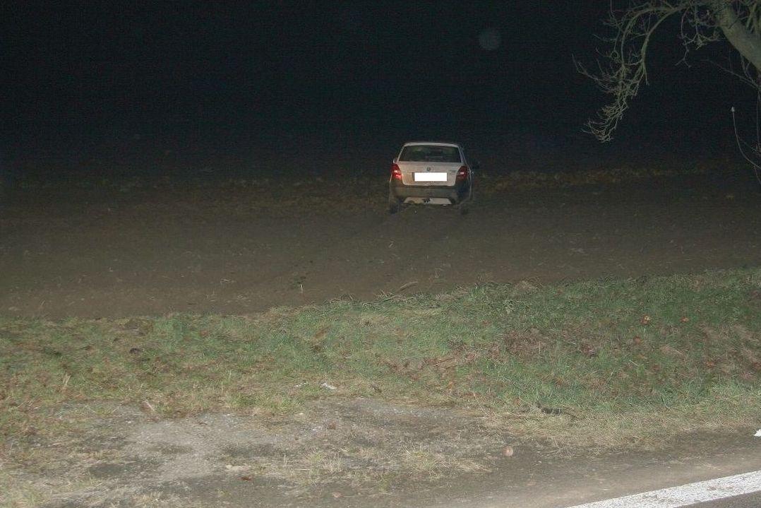 Zloděj se dal na útěk autem i po svých.