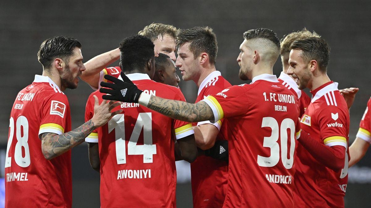 Němečtí kadeřníci si stěžují na perfektní účesy fotbalistů