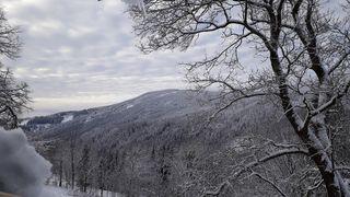 Zima na horách se nevzdává, v Krkonoších připadlo čtvrt metru sněhu