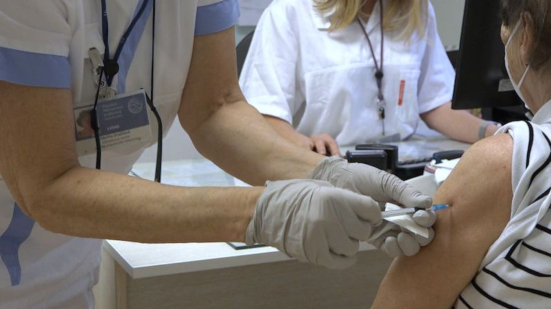 Zájem o očkování stoupá, chce ho 58 procent Čechů, tvrdí průzkum