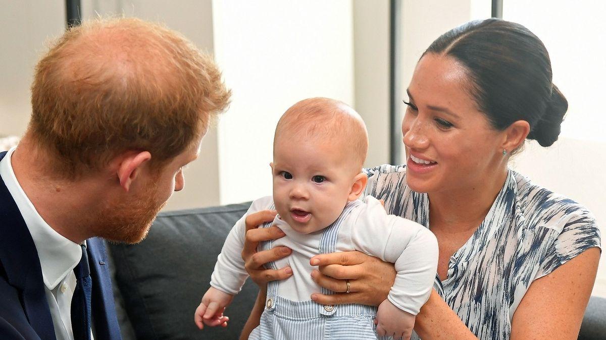 Jméno Meghan zmizelo z rodného listu syna Archieho. Na příkaz paláce