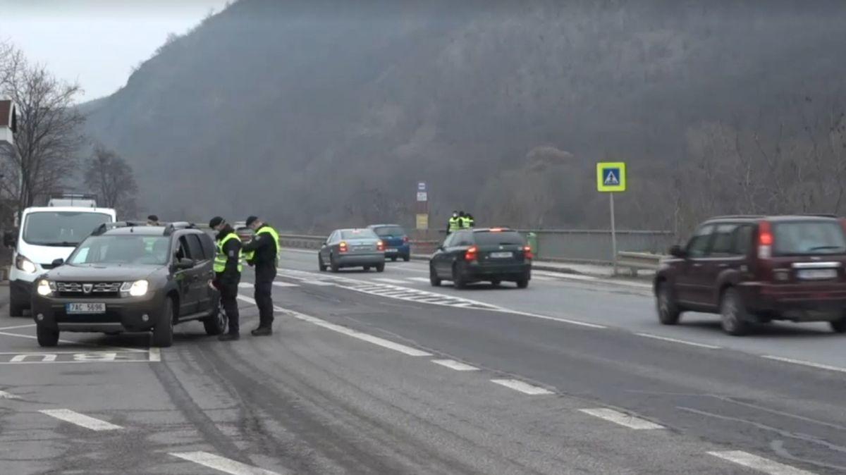 Policisté rozjeli kontroly na hranicích okresů